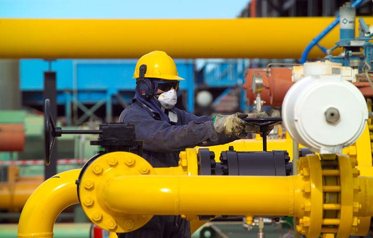 El gas natural es una mezcla de gases que puede ser transportado como un gas puro