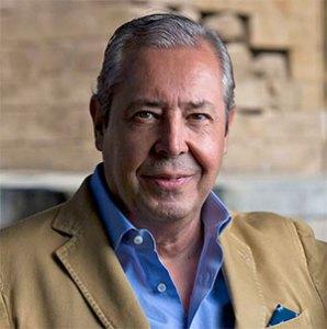 Escritor Antonio Cabanas