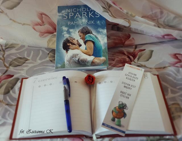 """O niezwykłej mocy wspomnień - """"Pamiętnik"""" Nicholasa Sparksa"""