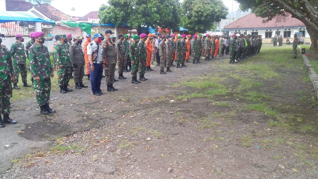 Babinsa jajaran Kodim 0410/KBL yang tergabung dalam Satuan Tugas Percepatan Covid-19 Kota Bandar Lampung mengikuti kegiatan apel pagi bertempat di Posko Gugus Tugas Kota Bandar Lampung