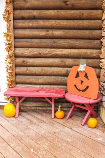 A Simple Fall Porch | On The Creek Blog // www.onthecreekblog.com