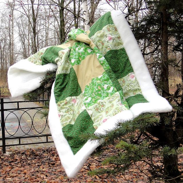 Одеяло ручной работы - белый и зеленый - натуральный хлопок, искусственный белый мех. Подарок ребенку, подарок новорожденному. Зимнее одеяло, теплое одеяло на выписку