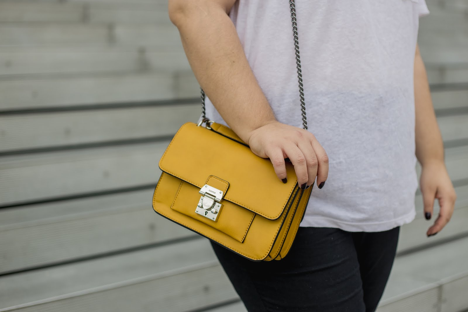 Outfit of the day - White t-shirt, jeans and a mustard yellow bag by The Paper and Ink