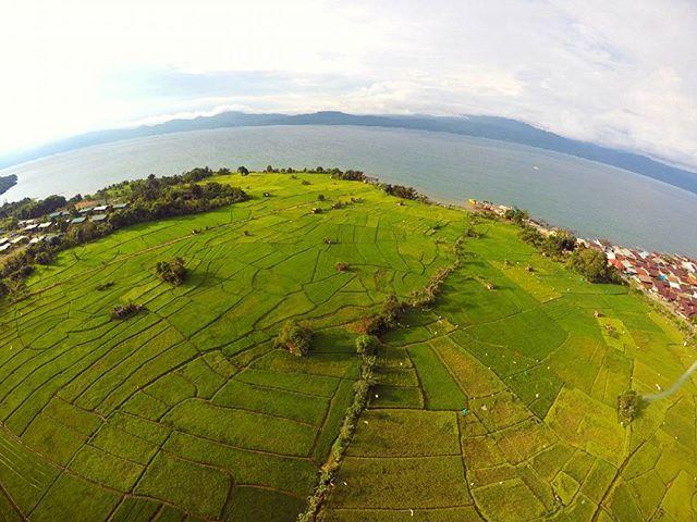 Pesona Wisata Pantai Air Tawar Di Sorowako Sulawesi Selatan