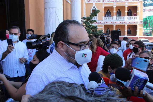 El PRI está de pie y listo para la batalla: Torres Rivas en la inscripción de aspirantes a diputados federales. Antonio Sánchez