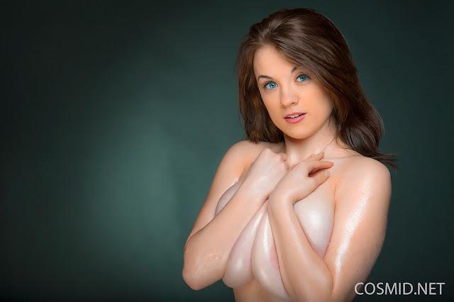 Emily Born naked beauty
