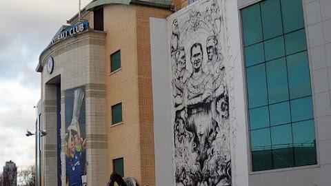 Inspiráció a jövő nemzedékének: magyar származású focista arcképét festi stadionja falára a Chelsea – fotó