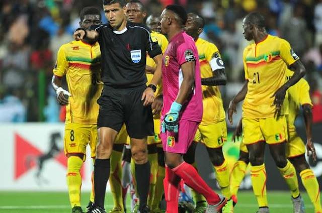 Arbitrage : Abid Charef suspendu par la CAF, Zetchi vole à son secours !