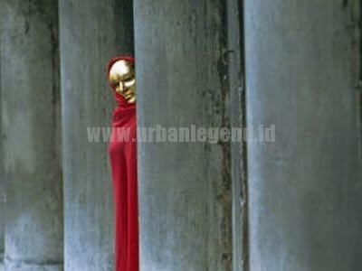 Urban Legend Red Cloak (Jubah Merah)