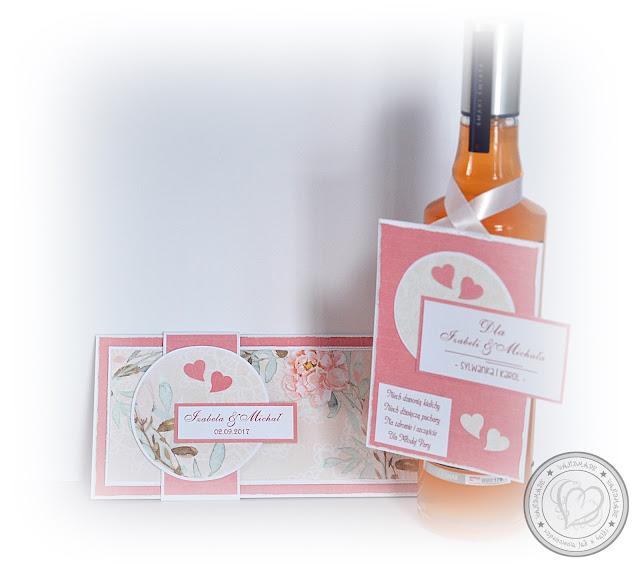 Ślubna kopertówka w zestawie z etykietą na butelkę