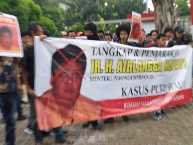 Terkait Proyek PLTU, Mahasiswa Riau Demo Kantor KPK