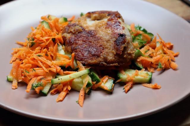 Paneeritud kanafilee salatiga