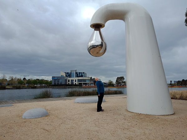The BIG Tap in Caroline Springs by Simon Perry I Australian BIG Things