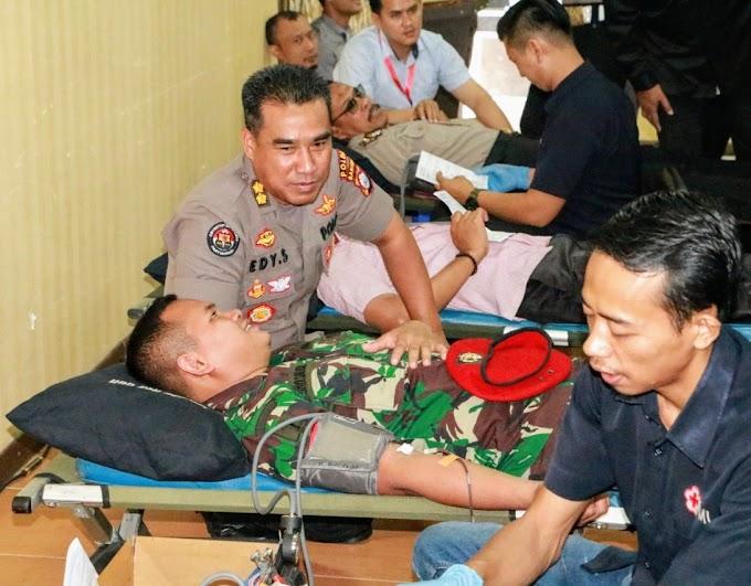 Sinergitas TNI-Polri Di Banten, Lakukan Donor Darah Demi Kemanusian Di Hari Bhayangkara Ke-73.