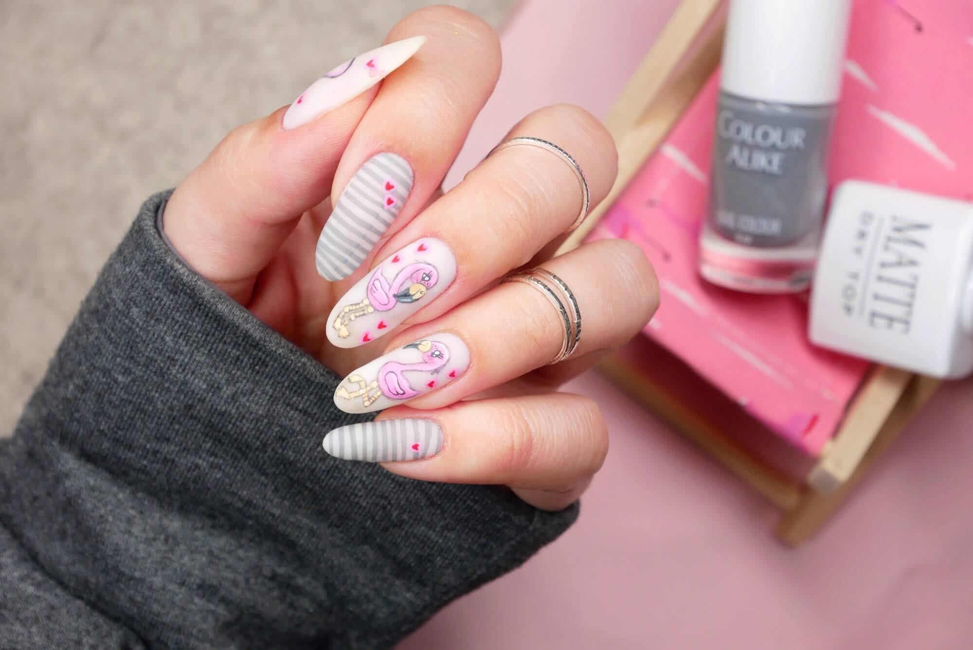 flamingi paznokcie