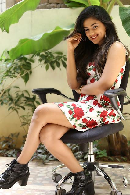 Telugu Actress Siddhi Idnani Latest Hot Stills Navel Queens