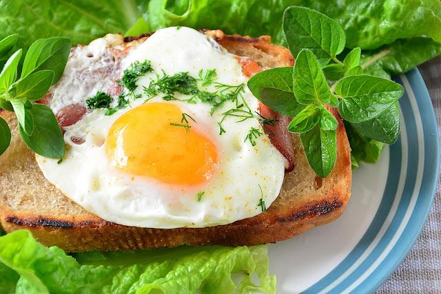 JAJKA SADZONE NA SZYNCE - szybkie śniadanie na ciepło