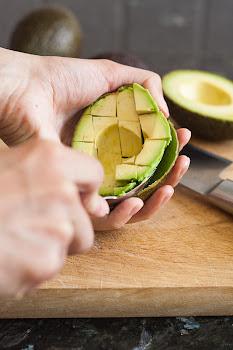Sječenje avokada u kori