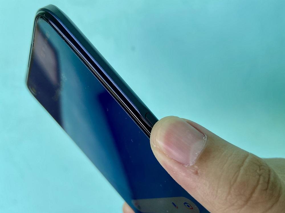realme 8 5G side-mounted fingerprint sensor