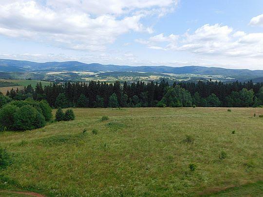 Na horyzoncie Góry Sowie.