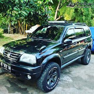 Foto \Suzuki Grand Escudo XL7 warna hitam