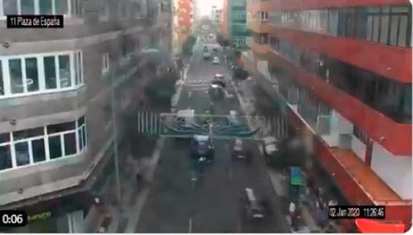 Se cortan dos carriles en Néstor de la Torre incidencias señalización socavón