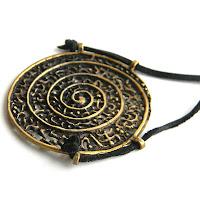 купить кулон большого размера в виде спирали медальон спираль украшение в виде спирали