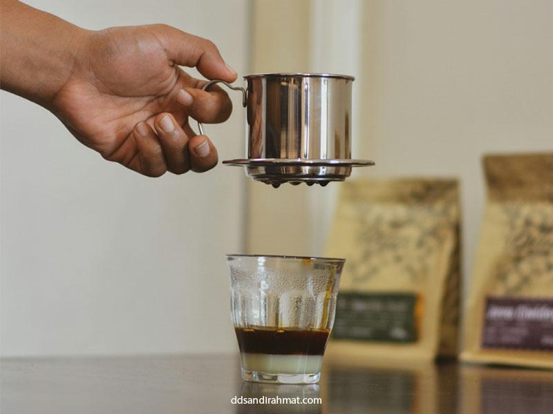 seduh kopi di rumah
