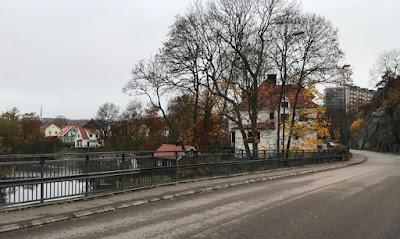 Bild på Fribergs villa med Bäveån till vänster