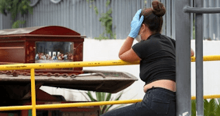 Images and testimonies shared by the inhabitants of the city have shown the health crisis in the streets of the city, where coffins or corpses covered with sheets have been placed.  The government estimates that there will be between 2,500 and 3,500 deaths from covid-19 in the province of Guayas in the coming weeks alone.