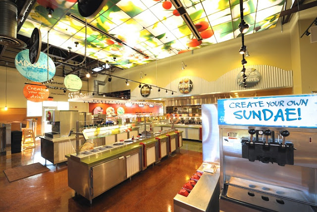 Interior do restaurante Sweet Tomatoes em Orlando