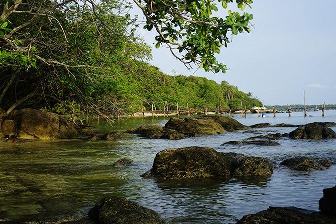Dermaga Kayu di Pantai Batu Putih Karimunjawa