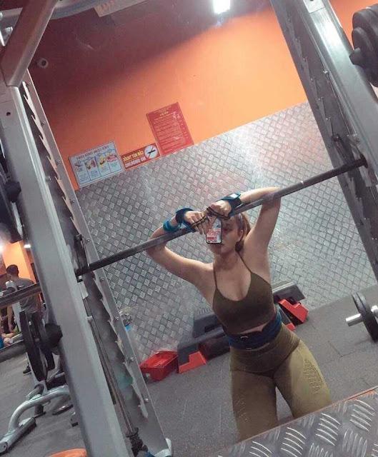 Hot girl phòng gym tiết lộ cách để có được vòng ba 98cm căng tràn sức sống
