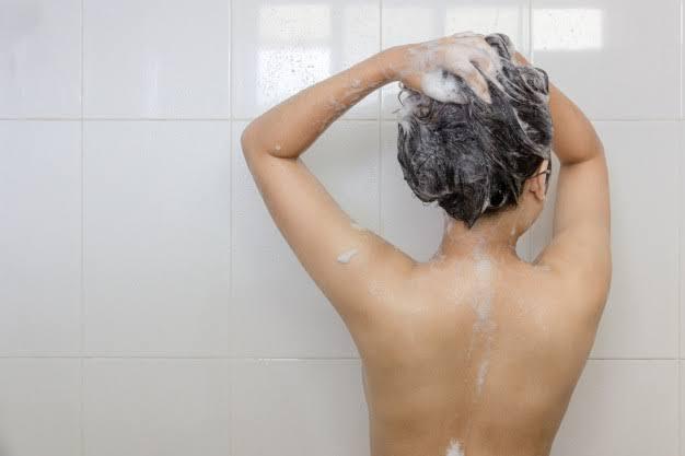 Mulher engravida após usar sabonete do cunhado