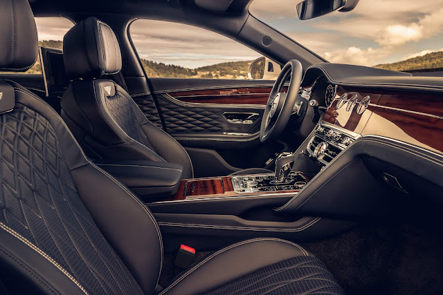 Novo Bentley Flying Spur ganha versão Black Line