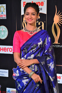 Shanvi Looks Super Cute in Pink Backless Choli Blue Saree at IIFA Utsavam Awards 2017 29.JPG