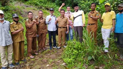 Wabup Tinjau Lahan Rencana Pembangunan Pesantren di Batang Kapas