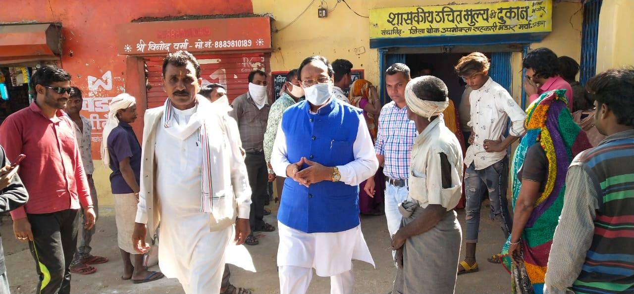 विधायक कांतिलाल भूरिया ने किया सोसाईटी का औचक निरीक्षण, किसानों की समस्या सुनी