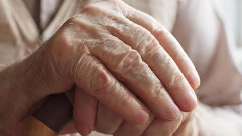 Aljas trükkel verte át a móri tolvaj a nyugdíjast: egészségügyi dolgozónak adta ki magát, hogy bejusson a házába