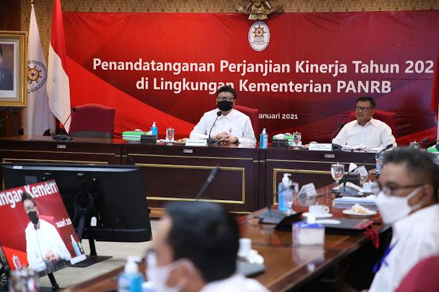 Pejabat KemenPANRB Tandatangani Perjanjian Kinerja Tahun 2021