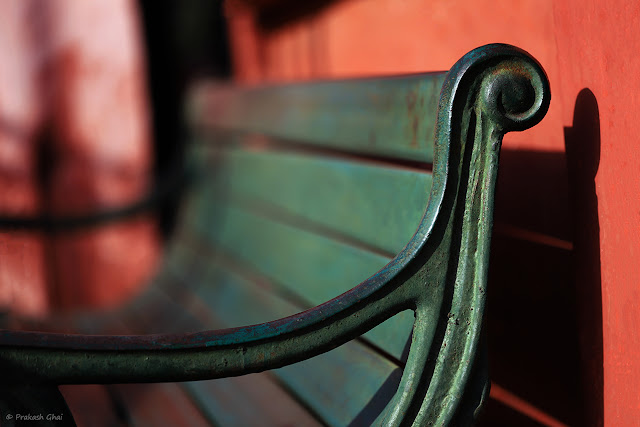 A Minimalist Photograph of the Corner of a Park Bench at Central Park, Jaipur.