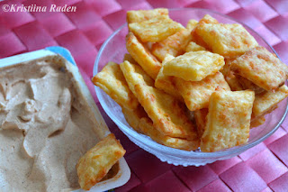 Cheese pufs and chili bellpepper dip