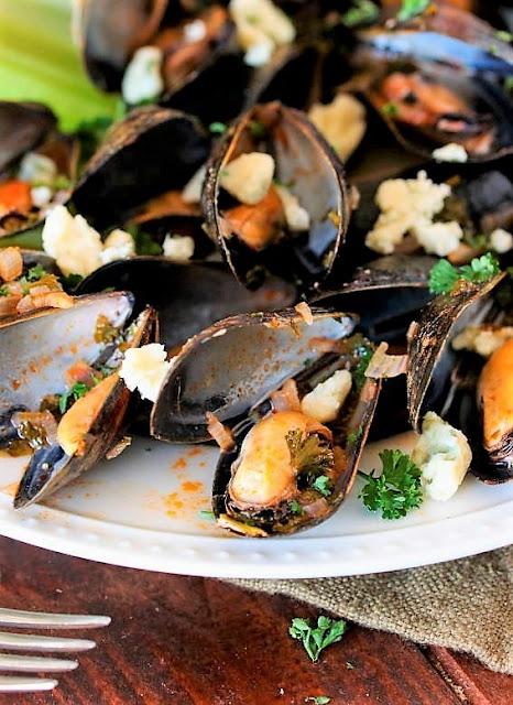 Buffalo Steamed Mussels Recipe photo