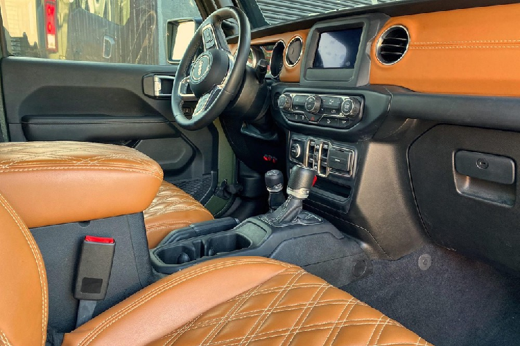 'Quái vật' 6 bánh Jeep Wrangler, khởi điểm 3,4 tỷ đồng