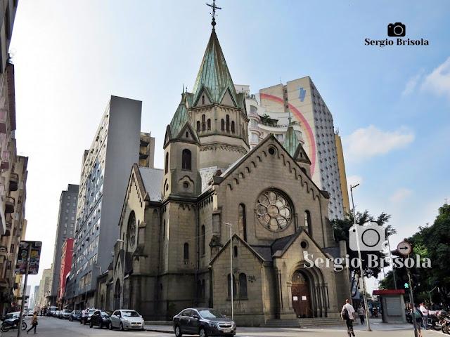 Vista ampla e atual da Paróquia Nossa Senhora da Conceição Santa Ifigênia, situada no Bairro homônimo - São Paulo