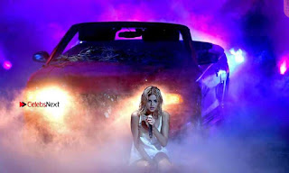 Selena-Gomez-Performing-at-2017-American-Music-Awards-1+%7E+SexyCelebs.in+Exclusive.jpg