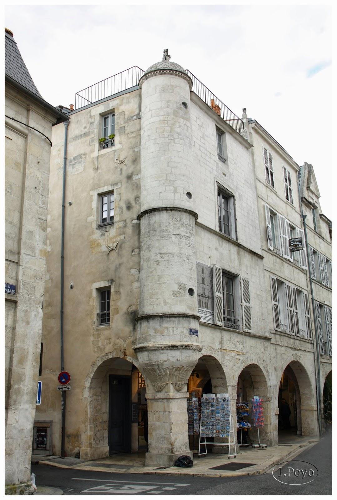 Curioso edificio en la Rue du Palais