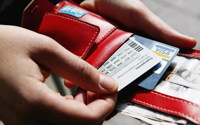 Αύξηση του ποσού των αποδείξεων στις συναλλαγές με κάρτα