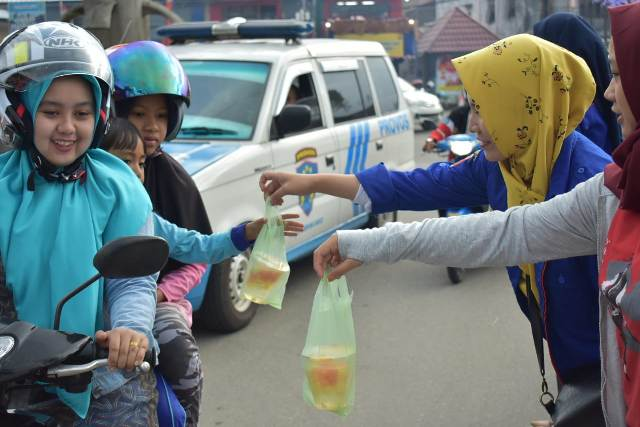 KTI Lambar Bagi Takjil Sekaligus Penggalangan Dana di Lima Zona