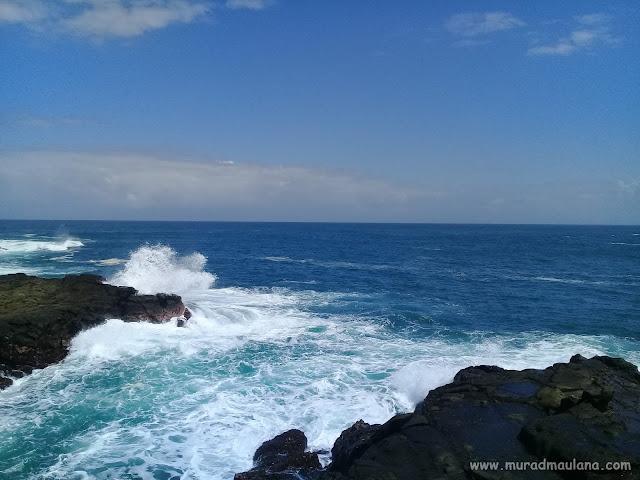 Menikmati Buih Putih di Pantai wedi Ombo